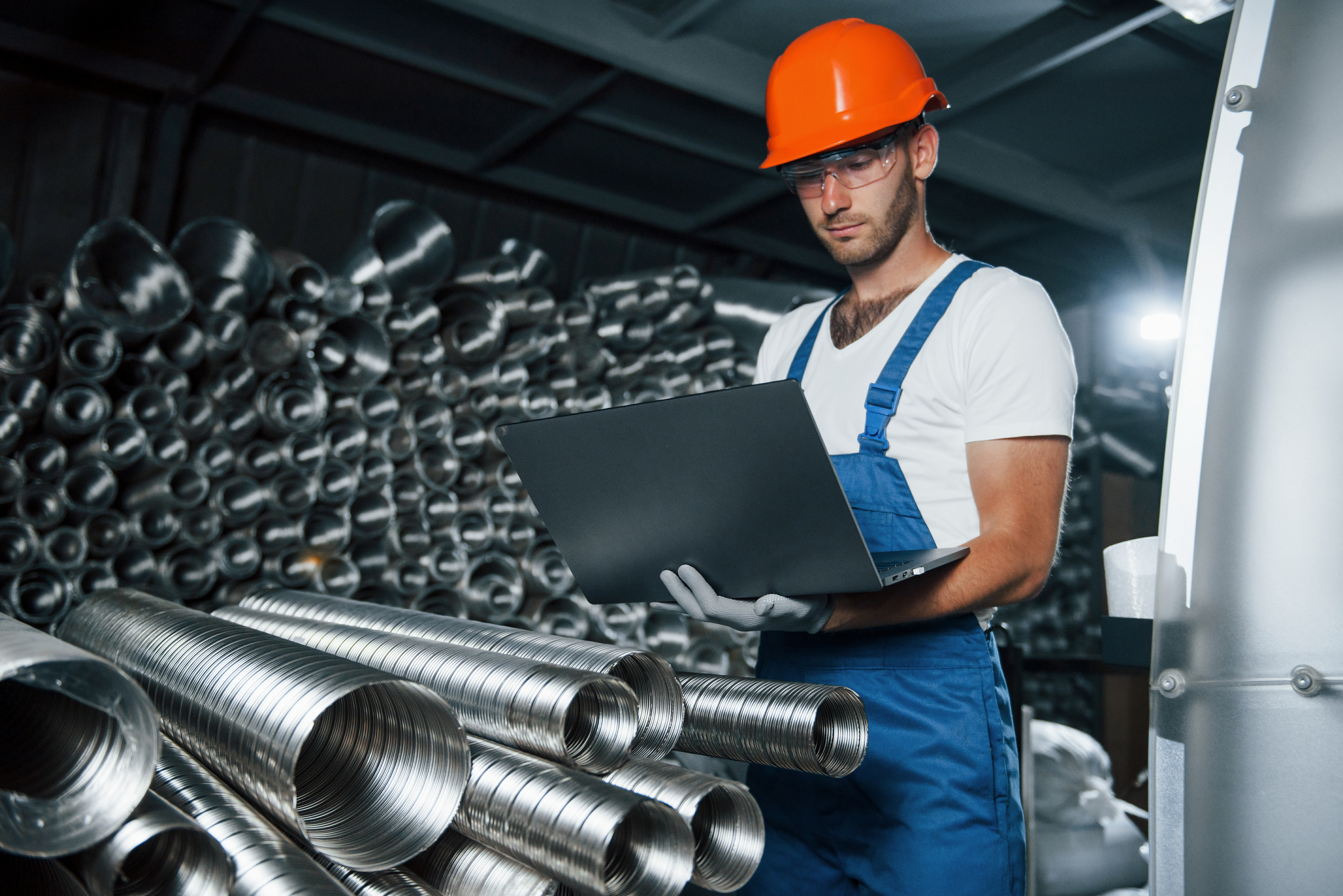 9 Reasons to Invest in Manufacturing Execution Software